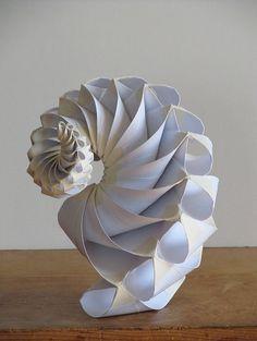 Kirigami, Instalation Art, Origami Paper Art, Paper Folding Crafts, Origami Folding, Paper Engineering, Elements Of Art, Art Plastique, Sculpture Art