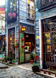 Love the picture of this beautiful building - Mercado de Maschwitz, located super far northwest of central Buenos Aires