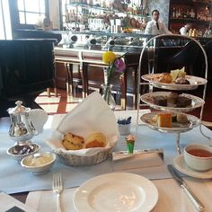 Enjoying the delicious afternoon tea at Lobster Bar and Grill, thank you for sharing @sammifuhiulam !