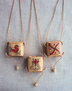 славянский оберег шаркунок из бересты Diy Jewelry, Beaded Jewelry, Birch Bark Crafts, Native American Animals, Rune Symbols, Weaving Designs, Weaving Art, Fairy Dolls, Nature Crafts