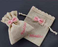 50 empty, cute linen and lace drawstring favor bags with bow for you to fill with anything you like:sweets, lavender etc. Wonderful for baby Diy Wedding Favors, Wedding Gifts, Burlap Bags, Fabric Gift Bags, Lavender Bags, Linens And Lace, Favor Bags, Craft Party, Baby Shower Favors