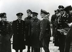 ドイツ陸軍上級大将(第21軍司令官ニコラウス・フォン・ファルケンホルスト、左端)らと写る陸軍大佐(スウェーデン公使館付武官小野寺信)