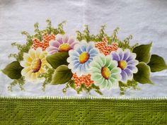 Pano de prato com crochê, pintado a mão. Buquê de margaridas. Cod. PG01 .arte da naty