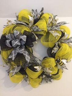 "26"" Deco Mesh Bee Wreath. Yellow, Black & White W/ Matching Ribbon & 4"" Bee   eBay"