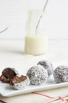 """Chocolate Christmas Balls by kristinkylie - """"What a great find this recipe was. Made these for Christmas day and they were a huge hit. Will be making these every year for Christmas! Christmas Party Food, Christmas Lunch, Christmas Cooking, Christmas Goodies, Christmas Balls, Christmas Desserts, Christmas Treats, Christmas Recipes, Christmas Truffles"""