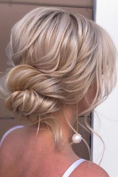 : 30 top updos for medium hair 30 Top Hochsteckfrisuren für mittleres Haar 30 top updos for medium hair 30 top wedding updos for medium hair upd Wedding updos for medium hair messy low updo on blonde hair xenia_stylistslightly weddingforward wedding brid Short Hair Updo, Wedding Hairstyles For Long Hair, Wedding Hair And Makeup, Bride Hairstyles, Messy Hairstyles, Bridal Hair, Hair Wedding, Low Updo, Wedding Bride