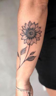 Celebrate the Beauty of Nature with these Inspirational Sunflower Tattoos schönes Sonnenblumen Tattoo © Tattoo Artist Bia Nery Tattoo 💟🌻💟🌻💟🌻💟🌻💟🌻💟 Love Tattoos, Unique Tattoos, Beautiful Tattoos, Body Art Tattoos, New Tattoos, Small Tattoos, Tatoos, Awesome Tattoos, Woman Body Tattoo