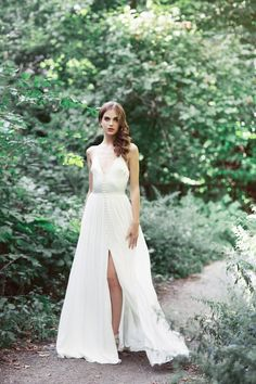 22 Casual wedding dresses for summer---outdoor wedding dress with buttons, forest wedding venue Forest Wedding Venue, Outdoor Wedding Dress, Best Wedding Dresses, Casual Wedding, Summer Wedding, Wedding Looks, Bridal Style, Bridal Gowns, Ball Gowns