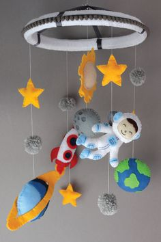 Space baby mobile Handmade custom space themed baby mobile for a boys nursery. Great center piece to Space Themed Nursery, Nursery Themes, Nursery Decor, Nursery Ideas, Baby Cot Mobiles, Baby Crib Mobile, Baby Mobile Felt, Sistema Solar, Planet Mobile