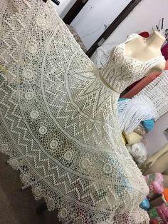 Fabulous Crochet a Little Black Crochet Dress Ideas. Georgeous Crochet a Little Black Crochet Dress Ideas. Filet Crochet, Irish Crochet, Crochet Lace, Crochet Stitches, Crochet Books, Black Crochet Dress, Crochet Skirts, Crochet Clothes, Crochet Designs