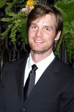 Peter Krause...he'll always be the delectable Nate Fisher to me!