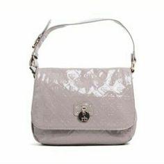 Dai un'occhio a questo oggetto in Depop   http://depop.com/it/fashionvictimisfactory/roccobarocco-borsa-donna-media-in.