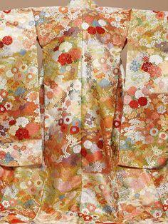 色打掛 | 着物・和装 レンタル | THE TREAT DRESSING【トリートドレッシング】 Japanese Textiles, Japanese Fabric, Japanese Kimono, Japanese Fashion, Kimono Fabric, Kimono Dress, Kimono Japan, Japanese Costume, Kimono Design