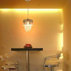 Ao decorar o lar com objetos de iluminação, muitas vezes damos atenção apenas para os lustres e pendentes em si e acabamos esquecendo da importância de escolher bem as lâmpadas que serão utilizadas.