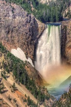 Yellowstone Falls. Yellowstone National Park, Wyoming. Road trip USA. Road trip america. Places to see on a road trip.