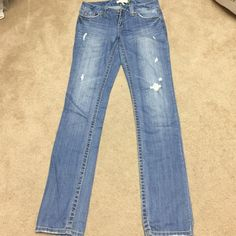 Aeropostale Jean Brand new Jean but with no tag. Skinny leg, size 3/4 long. Aeropostale Jeans Skinny
