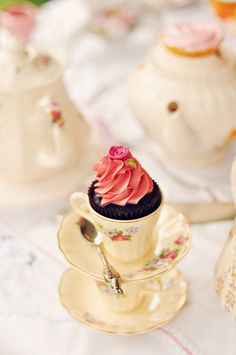 TEAcupcakes! ♥ it. the pink, the chocolate, the little rose. all so romantic and sweet.