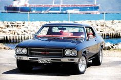 Holden HQ Monaro GTS - - it could be ordered with the Chevrolet 350 with the new Muncie manual or a Turbo-Hydramatic 400 auto shift. Australian Muscle Cars, Aussie Muscle Cars, Grease Monkey Garage, Hq Holden, Holden Kingswood, Holden Monaro, Toyota 86, Hot Cars, Motor Car