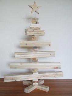 grosser weihnachtsbaum aus palettenholz von aus vergangenem die zukunft erschaffen auf dawanda. Black Bedroom Furniture Sets. Home Design Ideas