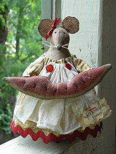 One of my absolutely favorite mice I created.  My pattern - Snugglebug Blessings.  Wish I hadn't sold her. LOL!