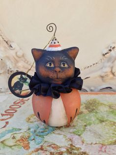 Folk Art One of a Kind cat Halloween Ornament Vintage Style Art Original Primitive Haunted Halloween, Halloween Ornaments, Holidays Halloween, Halloween Decorations, Halloween Projects, Halloween Ideas, Paper Clay Art, Polymer Clay Halloween, Creation Crafts