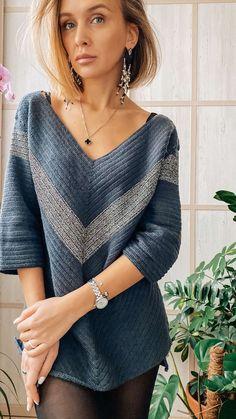 Crochet Tunic Pattern, Poncho Knitting Patterns, Crochet Blouse, Knitted Poncho, Crochet Scarves, Crochet Clothes, Mode Crochet, Diy Crochet, Crochet Woman