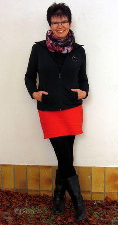 Loop: H&M, Langarm-Poloshirt: Betty Barclay, Sweatjacke: MEXX, Rock: ALBA MODA ROSSO, Strumpfhose: No Name, Stiefel: Görtz Shoes