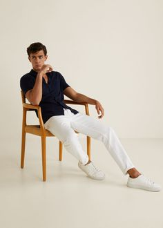 Discover the latest trends in Mango fashion, footwear and accessories. Photography Poses For Men, Fashion Photography Inspiration, Casual Outfits, Men Casual, Smart Casual, Chambray Shirt Outfits, Outfits Hombre, Baggy, Streetwear