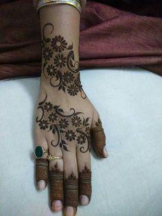 Palm Henna Designs, Henna Tattoo Designs Simple, Indian Henna Designs, Mehndi Designs For Beginners, Stylish Mehndi Designs, Mehndi Designs For Fingers, Mehndi Design Pictures, Beautiful Mehndi Design, Best Mehndi Designs