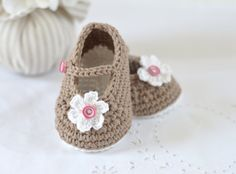 Crochet Pattern for Mary Jane Baby Shoes - lovely for summer - a classic and oh so cute! Make them in softest cotton for comfort and style - lovely with or without the little flower - pretty and functional shoes - no baby should be without them! Pattern available for instant download after purchase - please allow a few minutes for the transaction to go through.  PLEASE NOTE: This listing is for a Pattern and NOT the finished item - please read the listing carefully as I cannot issue refunds…