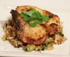 Chuletas de cerdo gratinadas con arroz con vegetales