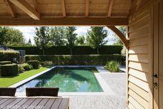 Prachtige strakke zwemvijver bekleed met grijze folie, biologisch zwembad | De Mooiste Zwembaden