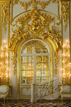 Ibero's St. Petersburg collection takes its inspiration from these baroque era's decorative buildings.