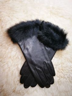 d6842c152 Black lamb leather glove with Rabbit fur cuff Women 7.5