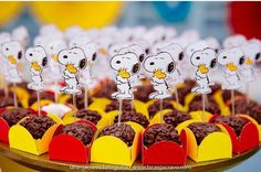 Baby Boy Birthday Themes, First Birthday Parties, Birthday Party Decorations, Party Themes, Birthday Ideas, Party Ideas, Snoopy Birthday, Snoopy Party, Bolo Snoopy