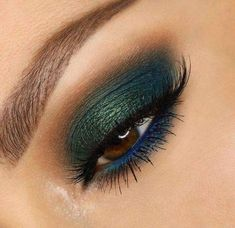 Teal and peacock eye makeup Makeup Goals, Makeup Inspo, Makeup Inspiration, Makeup Tips, Beauty Makeup, Makeup Ideas, Makeup Brands, Hooded Eye Makeup, Smokey Eye Makeup