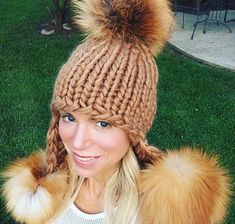 The perfect poms! Obsessed with sunny fox poms Super Chunky Wool, Aviator Hat, Trapper Hats, Winter Hats For Women, Pom Pom Hat, Fox Fur, Knitted Hats, Beanie, Knitting
