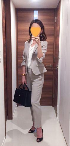 Beige suits: NewYorker  White shirt: Uniqlo Bag: CHANEL Pumps: Christian Louboutin