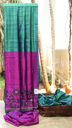 ENIGMATIC SEA GREEN IRIDESCENT BLUE CHECKED HAS STRIKING PINK WITH PURPLE HAS DETAILED FLORAL THREAD WORK EMBELLISHED WITH ZARODSI PALLU. THE PINK WITH PURPLE BLOUSE GIVES THE SAREE DAZZLING LOOK.