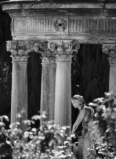 http://www.flickr.com/photos/karolfranks/5676465359/  #statue #columns