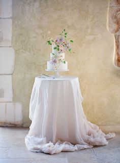 Jose Villa Photography | Styling, Design & Direction: Joy Proctor | Floral Design: Kelly Kaufman Design | China & Glassware: The Ark | Cake: Maggie Austin | Linens: LaTavola