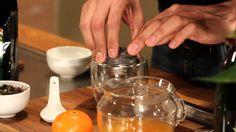 El cóctel perfecto para brindar en las fiestas: un elegante y aromático White Tea Champagne.