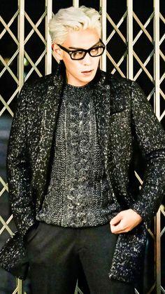 Kpop Wallpapers — Big Bang T.O.P with white hair wallpapers. Daesung, Top Bigbang, Big Bang, G Dragon, Top Choi Seung Hyun, Hip Hop, Gd And Top, White Hair, Korean Actors
