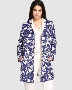 Chaqueta larga de mujer talla grande Couchel con estampado en blanco y azul