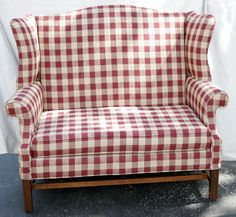 072209: CHIPPENDALE STYLE MAHOGANY WINGBACK SETTEE : Lot 72209