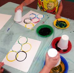 Teen activity for Amazing Library Race: recreate the Olympic Rings. When judge approves, get next clue. Craft idea from: Tippytoe Crafts: Olympic Rings Kids Crafts, Summer Crafts, Preschool Crafts, Kids Sports Crafts, Creative Crafts, Olympic Flag, Olympic Idea, Olympic Gymnastics, Kids Olympics