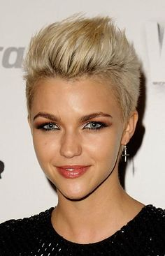 Short Edgy Haircut- Oh to have a small soft face... and young helps too!!