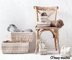 Silla, Cajas y cestas de almacenaje de muy mucho #muymucho #muymuchopormuypoco #orden #decoración #silla #madera #mimbre Rattan, Sweet Home, Flat, Furniture, Decoration, Natural, Shop, Home Decor, Products