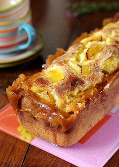 Simple, parfumé et terriblement délicieux I read your mind right now and you say to yourself & what is she doing to us with her banal apple cake, she has however accustomed us to better &. Apple Recipes, Sweet Recipes, Cake Recipes, Dessert Recipes, Dessert Dips, Bolo Cake, Biscuit Cake, Köstliche Desserts, Food Cakes