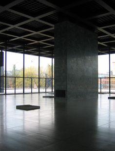 Neue Nationalgalerie à Berlin par Ludwig Mies Van Der Rohe
